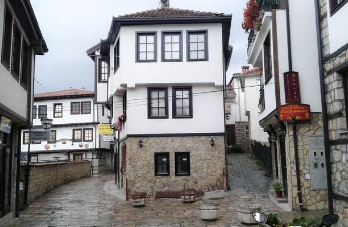 Makedonija 680z445_ohrid-kuchaMakedonija-stari-grad-trg-foto-Nikola-Trklja
