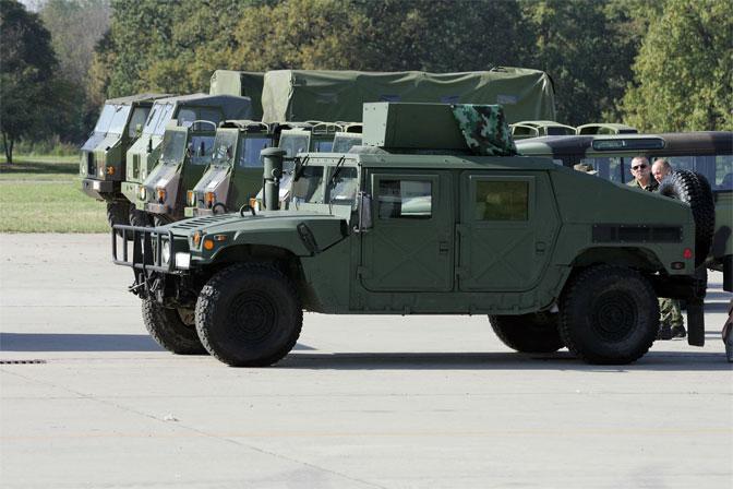 На Косово стигла војна оклопна возила из САД