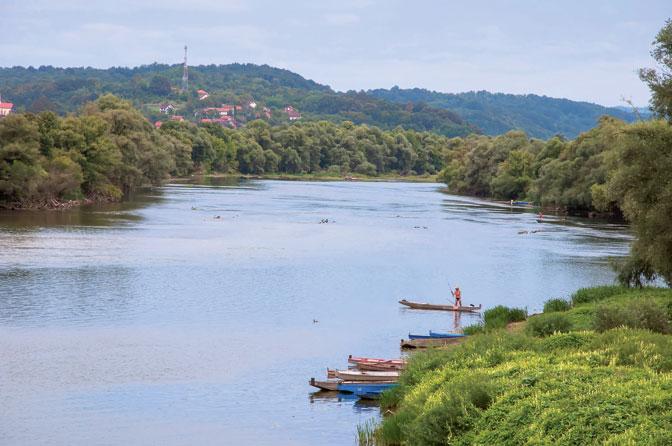 Ušće Sane u Unu, udaljeno tri kilometra (Fotografije Đuro Đukić)