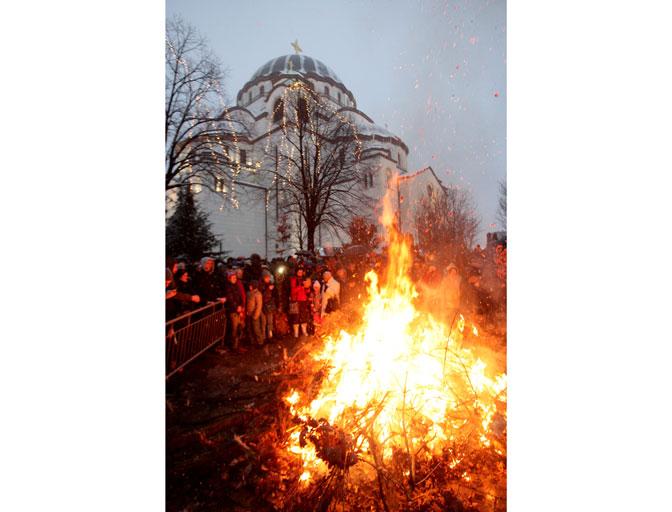 Badnje veče u Srbiji, paljenje badnjaka širom zemlje