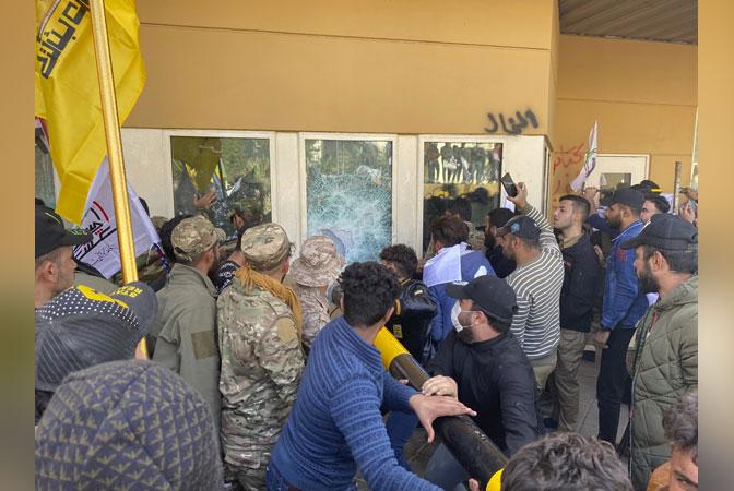 Демонстранти упали у америчку амбасаду у Ираку (фото, видео)