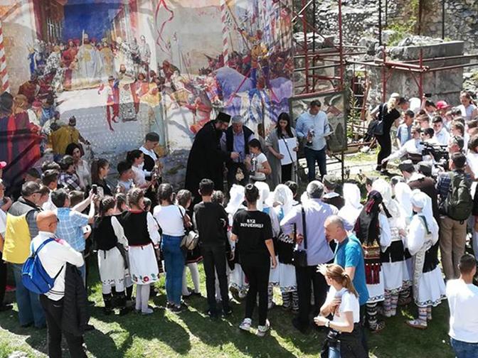 Видовданске свечаности у порти Архангела у Призрену
