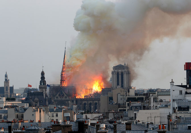 Požar u katedrali Notr Dam